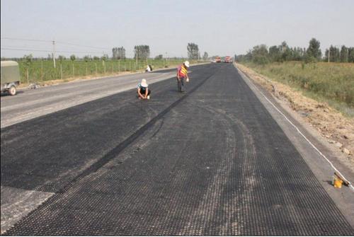 土工格栅放置不同层位的施工问题