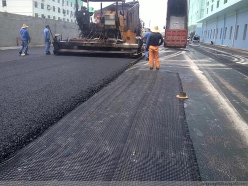 土工格栅应用于路面防裂