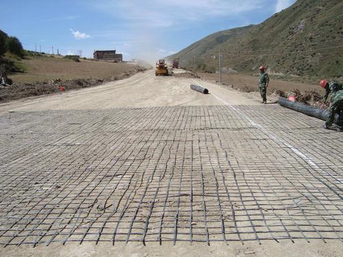钢塑土工格栅对地基的加固效果分析