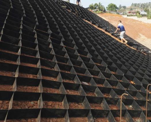 蜂巢土工格室土壤加固作用